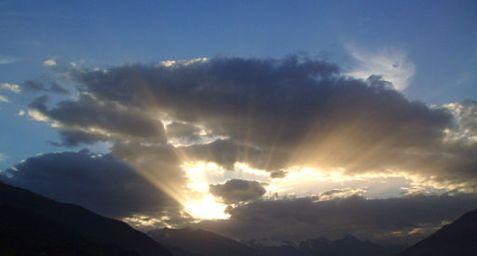 512px-Inspire_Sunburst_Italian_Alps
